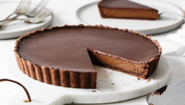 Η πιο Εύκολη Τάρτα Σοκολάτας Χωρίς Ζάχαρη που Δεν Θέλει Ψήσιμο