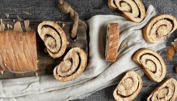 Ψωμί Κανέλας Από τον Άκη Πετρετζίκη