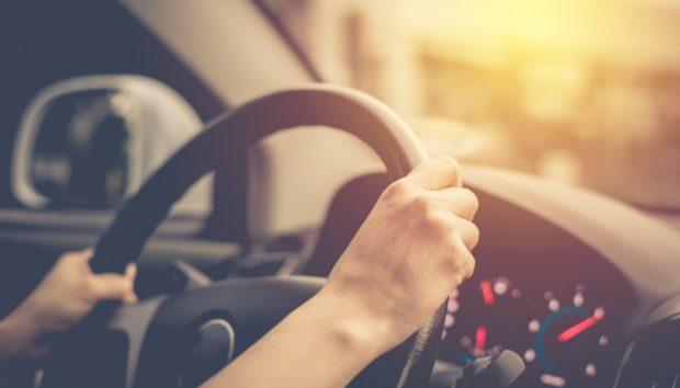 Καλέστε την Αστυνομία αν Δείτε Αυτό Κολλημένο στο Αυτοκίνητό σας (VIDEO)!