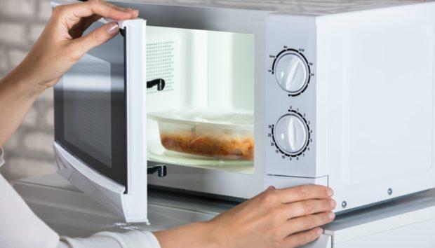 7 Πράγματα που δεν Πρέπει Ποτέ να Βάλετε στο Φούρνο Μοκροκυμάτων! Να Γιατί…