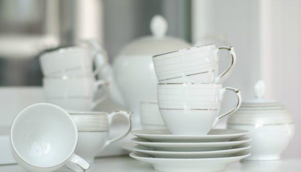 Πώς να Εξαφανίσετε τους Λεκέδες Καφέ από τις Κούπες και τα Φλιτζάνια σας!