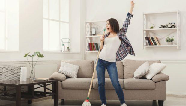 8 Πράγματα που δεν Κάνετε (Ενώ θα Έπρεπε) Όταν Καθαρίζετε το Σπίτι σας