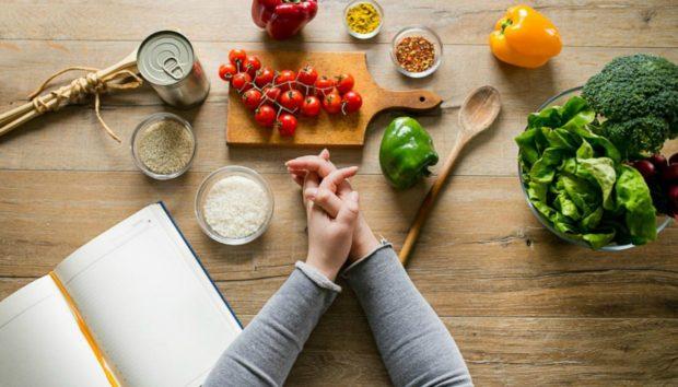 Το Πολύ Απλό Κόλπο που θα σας Βοηθήσει να Αποφύγετε τον Πειρασμό και να Φάτε Λιγότερο