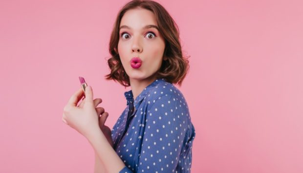 Λερώσατε την Μπλούζα σας με Makeup; Καθαρίστε τον Λεκέ σε Δευτερόλεπτα!