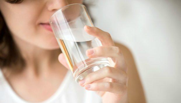 Να τι Συμβαίνει στο Σώμα σας Όταν Πίνετε 4 Λίτρα Νερό την Ημέρα!