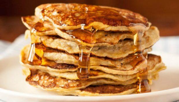 Πώς να Φτιάξετε τα πιο Πανεύκολα Pancakes με 2 Μόνο Υλικά!
