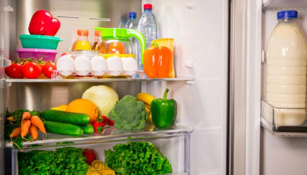Βρήκαμε Αυτή τη Μια Αλλαγή που Μπορείτε να Κάνετε στο Ψυγείο σας για να Χάσετε Κιλά