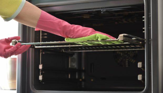Σχάρα Φούρνου: Έτσι θα Κάνετε το Τέλειο Καθάρισμα