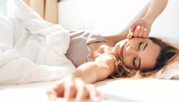 Κοιμηθήκατε Λίγο το Προηγούμενο Βράδυ; Δείτε 9 Τρόπους για να Ξυπνήσετε για τα Καλά!