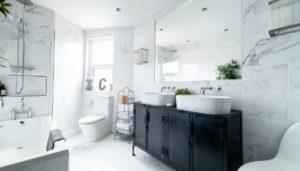 καθάρισμα του μπάνιου