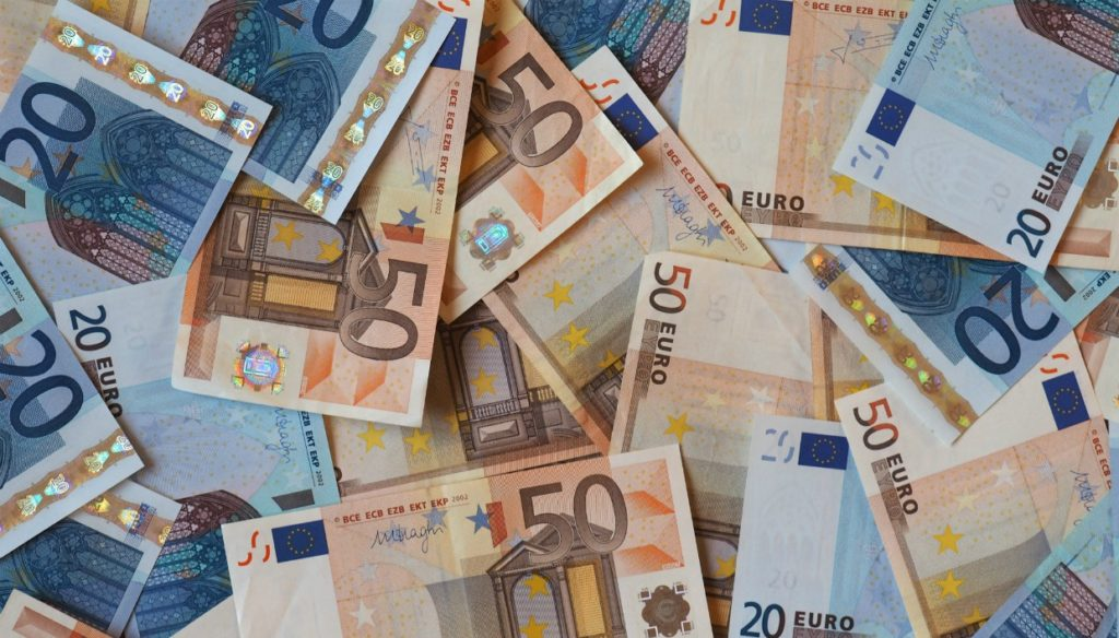 12 Πανεύκολοι Τρόποι για να Βάλετε Χρήματα στην Άκρηspirossoulis.com – the  home issue