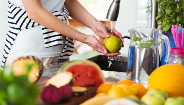 Φρούτα και Λαχανικά: Έτσι Πρέπει να τα Πλένετε!