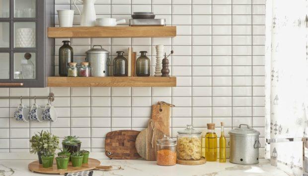 4 Πανεύκολοι Τρόποι για να Αναβαθμίσετε την Κουζίνα σας αν Μένετε σε Σπίτι με Ενοίκιο